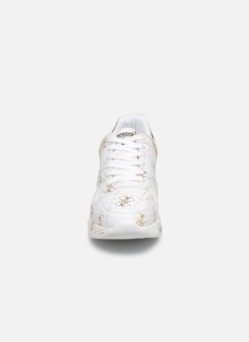 Sneaker Guess MAYLA weiß schuhe getragen