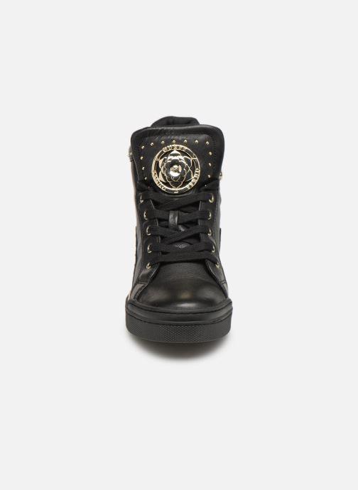 Baskets Guess FINER2 Noir vue portées chaussures
