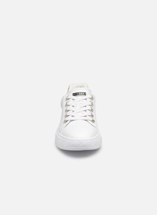 Baskets Guess BUCKY Blanc vue portées chaussures