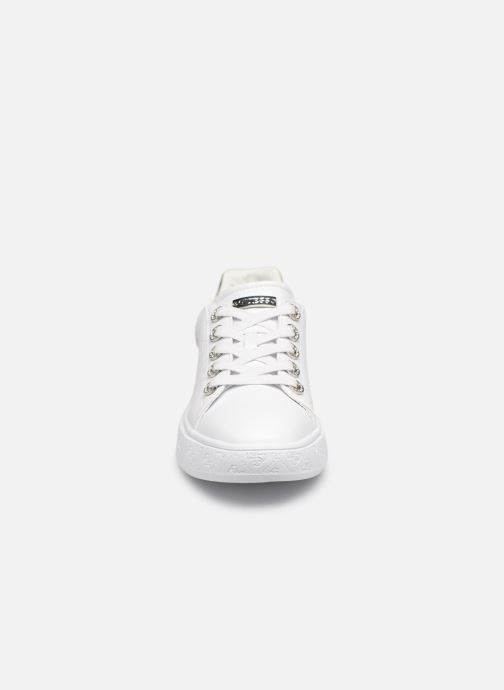 Sneaker Guess BUCKY weiß schuhe getragen