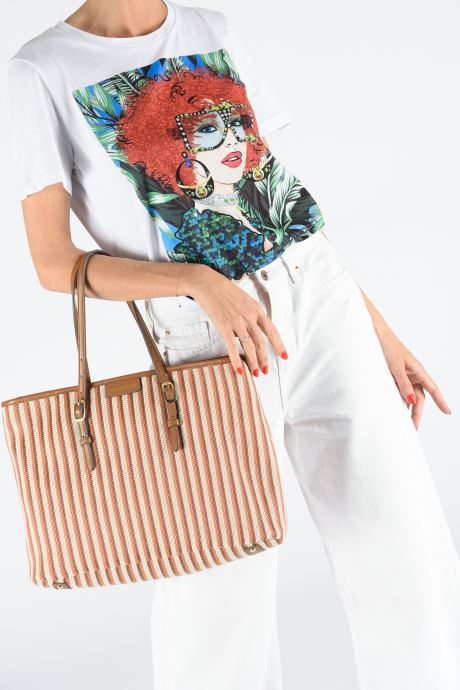 Handtaschen Mac Douglas PALOMA EVERTON W braun ansicht von unten / tasche getragen
