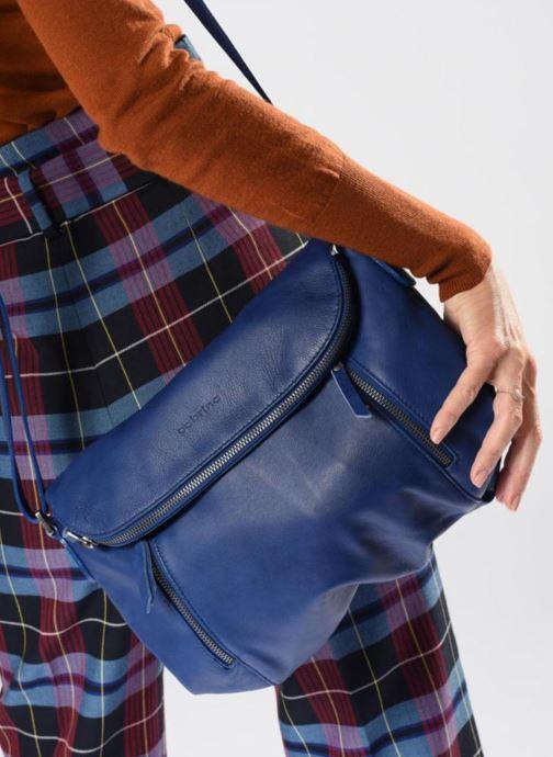 Handtaschen Sabrina Cassiopée blau ansicht von unten / tasche getragen
