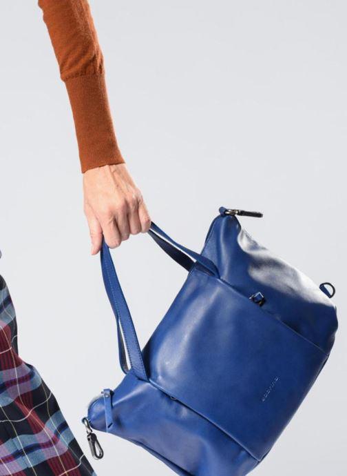 Handtaschen Sabrina Blandine blau ansicht von unten / tasche getragen