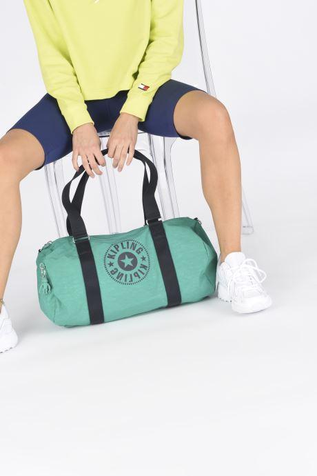 Sporttaschen kipling Onalo grün ansicht von unten / tasche getragen