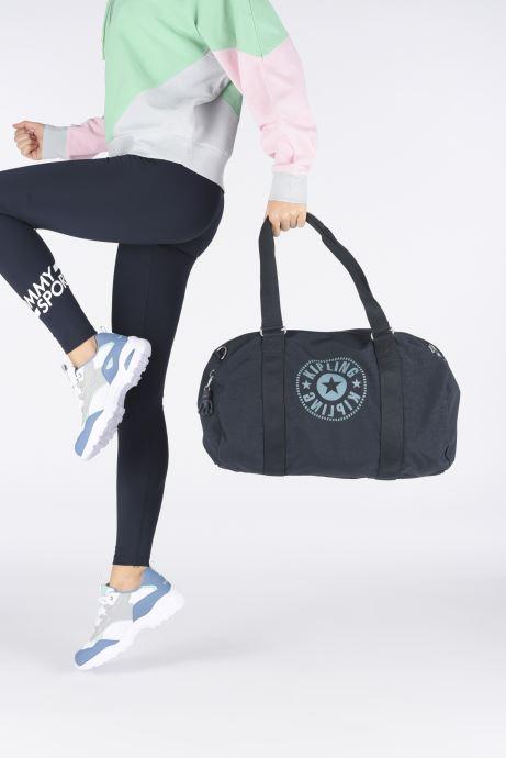 Sporttaschen kipling Onalo blau ansicht von unten / tasche getragen