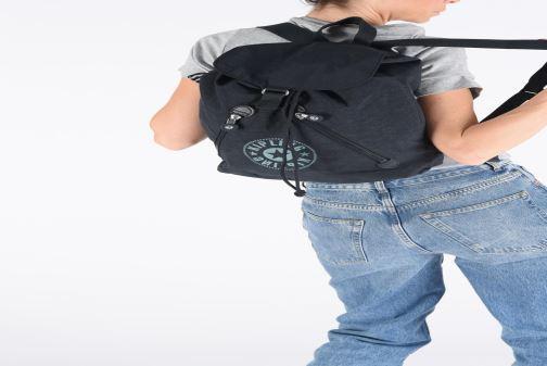 Rucksäcke kipling Fondamental nc rot ansicht von unten / tasche getragen