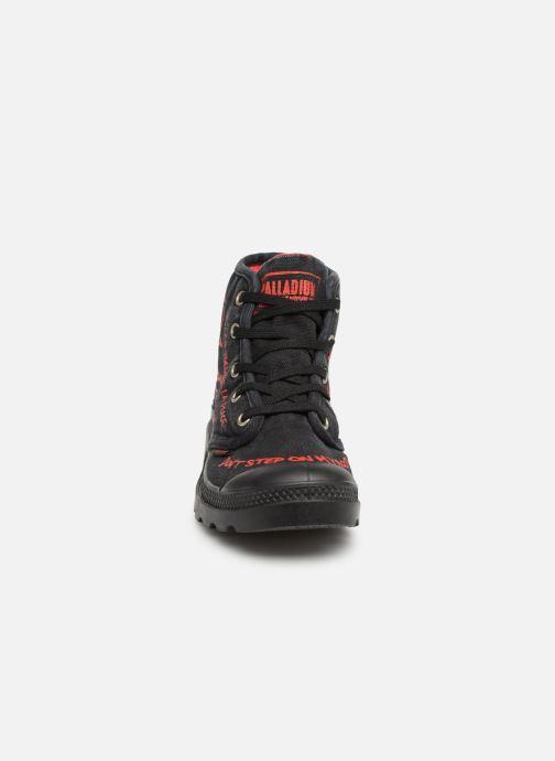 Sneakers Palladium Hi Pr C Nero modello indossato