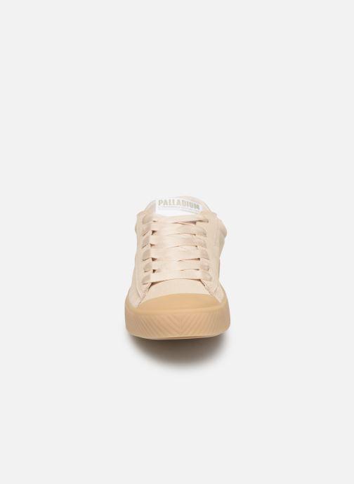 Sneakers Palladium Pallaphoenix Flame Mt Beige modello indossato