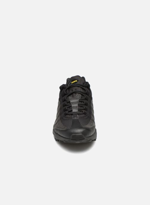 Baskets Nike Air Max 95 Ultra Noir vue portées chaussures