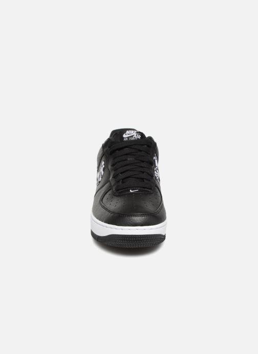 Baskets Nike Air Force 1 Aop Prm Blanc vue portées chaussures