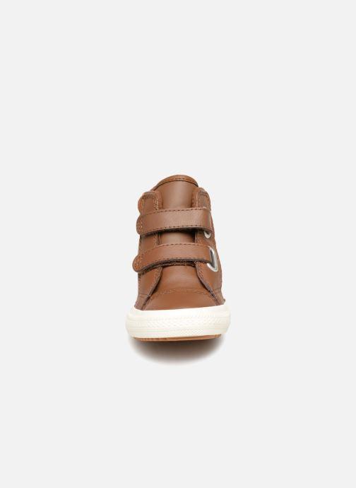 Baskets Converse Chuck Taylor All Star 2V Pc Boot Hi Marron vue portées chaussures