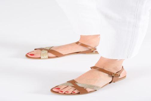 Sandales et nu-pieds Georgia Rose Millya Marron vue bas / vue portée sac