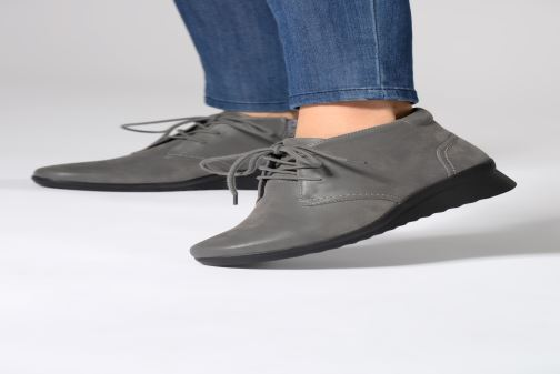 Ankle boots Clarks Caddell Hop Grey view from underneath / model view