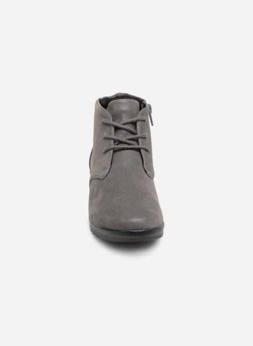 Bottines et boots Clarks Caddell Hop Gris vue portées chaussures