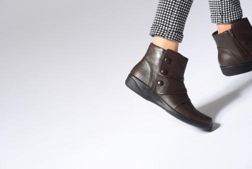 Bottines et boots Clarks Cheyn Anne Marron vue bas / vue portée sac