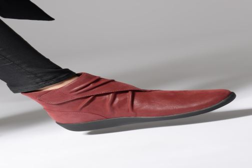 Ankle boots Clarks Sillian Tana Burgundy view from underneath / model view