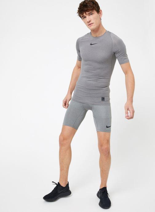 Ropa Nike M  Nike Pro Top Short-Sleeve Comp Gris vista de abajo