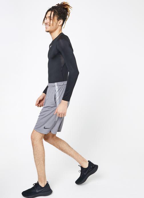 Vêtements Nike M Nike Dry Short 4.0 Gris vue bas / vue portée sac