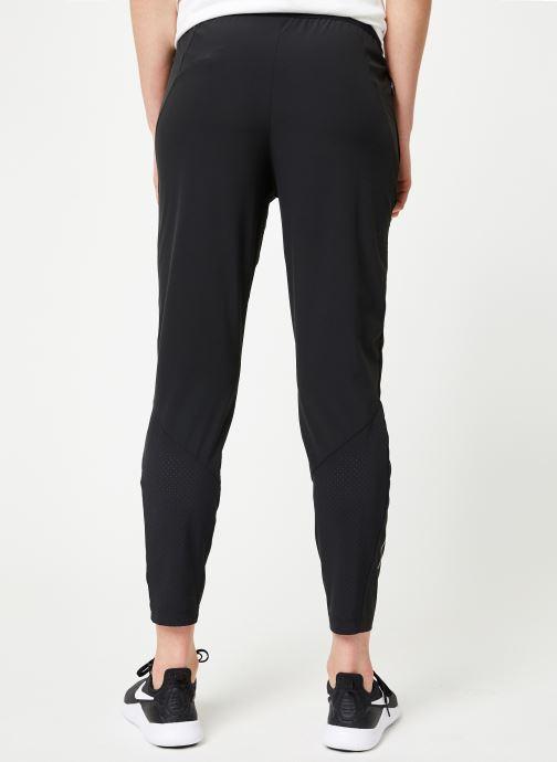 Vêtements Nike W Nike Essential Pant 2 7_8 Noir vue portées chaussures