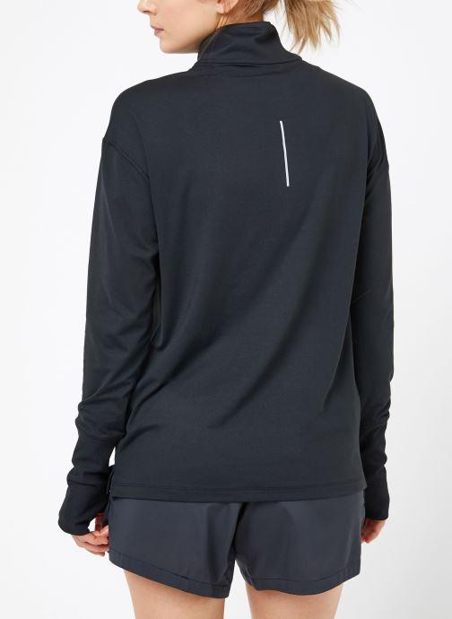 Vêtements Nike W Nike Elmnt Top Hz Noir vue portées chaussures