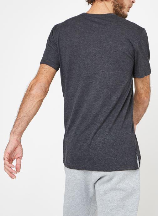 Vêtements Nike M Nike Brt Top Short-Sleeve Hpr Dry Noir vue portées chaussures