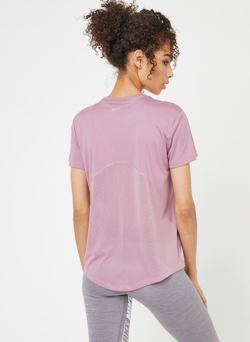Kleding Nike W Nike Miler Top Short-Sleeve Roze model
