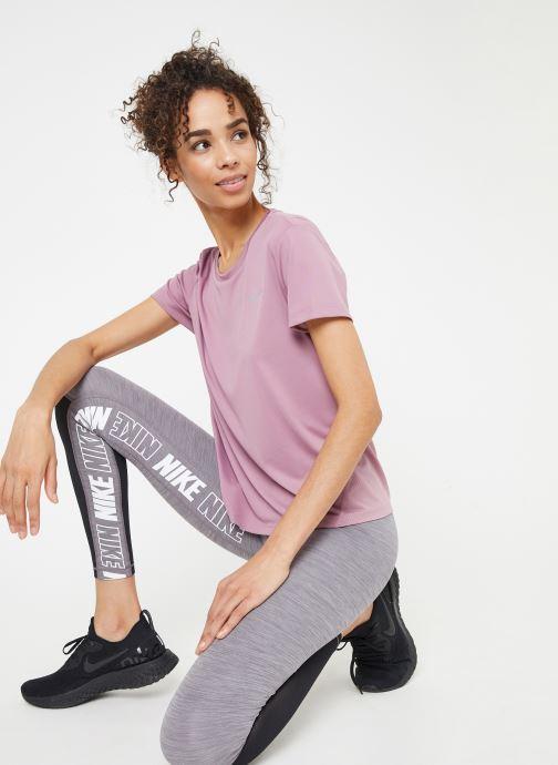 Kleding Nike W Nike Miler Top Short-Sleeve Roze detail