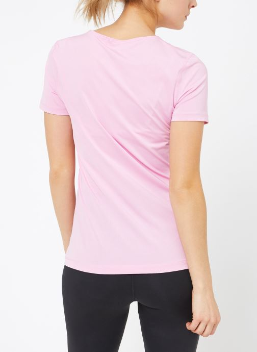 Ropa Nike W  Nike Pro Top Short-Sleeve All Over Mesh Rosa vista del modelo