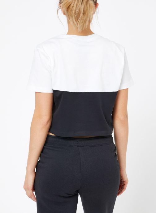 Ropa Nike W Nike Sportwear Hrtg Top Short-Sleeve Negro vista del modelo