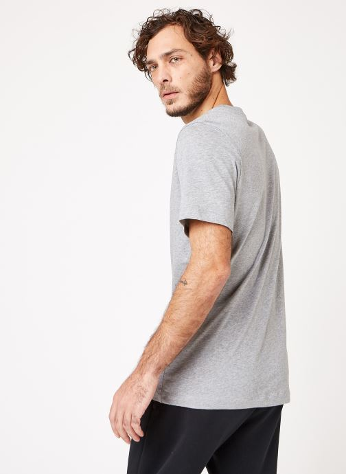 Vêtements Nike M Nike Sportwear Tee Icon Futura Gris vue portées chaussures