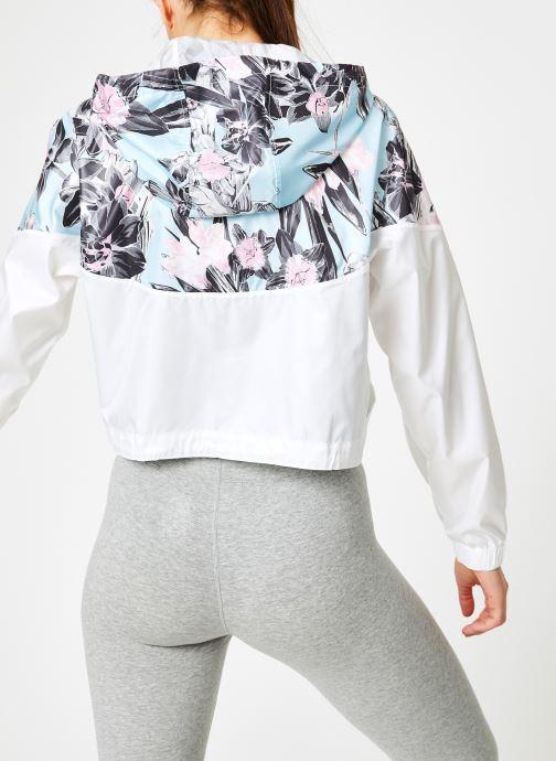 Vêtements Nike W Nike Sportwear Hyp Fm Jacket Crop Wr Aop Blanc vue portées chaussures