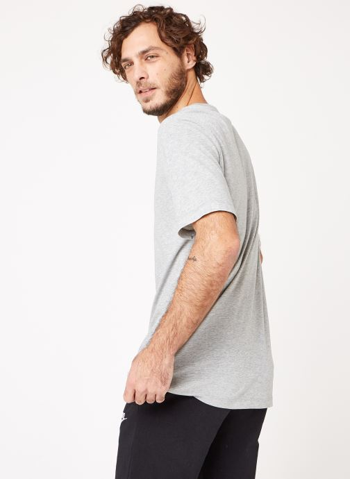 Ropa Nike M Nike Dry Tee Dfc Crew Solid Gris vista del modelo