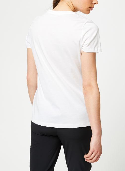 Kläder Nike W Nike Sportwear Tee Essential Icon Futura Vit bild av skorna på