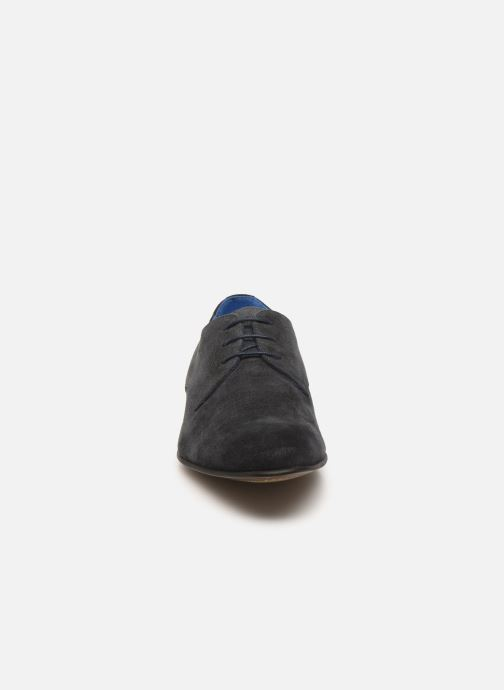 Scarpe con lacci Azzaro Cristalin Azzurro modello indossato