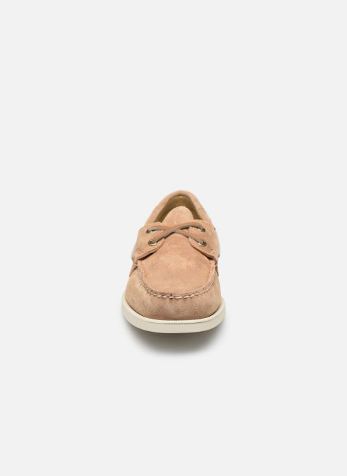 Zapatos con cordones Sebago Portland Docksides Suede Beige vista del modelo