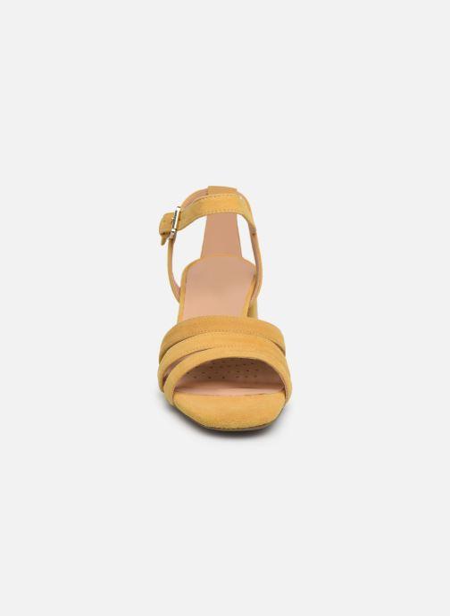 Sandales et nu-pieds Geox D SEYLA SAN D D92DUD Jaune vue portées chaussures