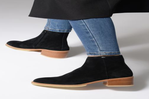 Ankle boots Clarks Originals Amara Boot Black view from underneath / model view