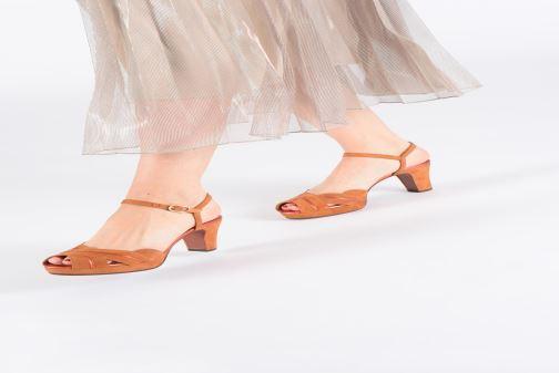 Sandales et nu-pieds Chie Mihara Nalu Marron vue bas / vue portée sac