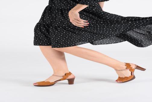 Sandales et nu-pieds Chie Mihara E-Evolet Marron vue bas / vue portée sac