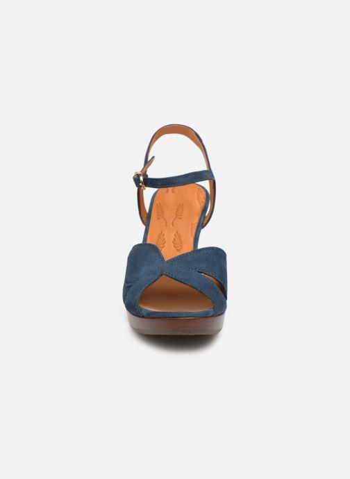 Sandalias Chie Mihara E-Ebisa Azul vista del modelo