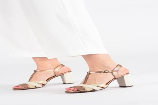 Sandales et nu-pieds Chie Mihara Beirun Marron vue bas / vue portée sac