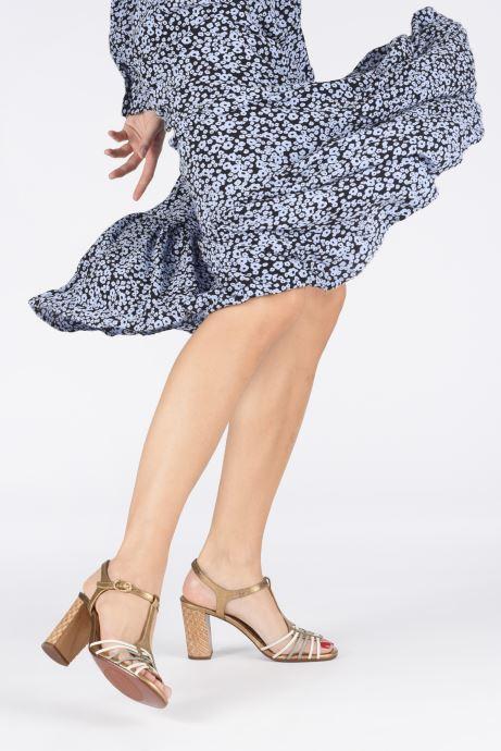 Sandales et nu-pieds Chie Mihara Bandida Or et bronze vue bas / vue portée sac