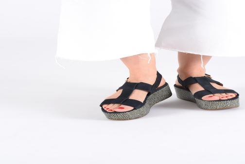 Sandales et nu-pieds Chie Mihara Olivia Bleu vue bas / vue portée sac