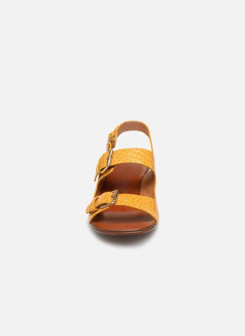 Sandales et nu-pieds Chie Mihara Querina Jaune vue portées chaussures