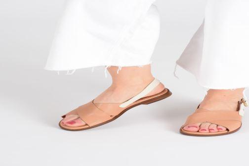 Sandales et nu-pieds Chie Mihara Wan Beige vue bas / vue portée sac