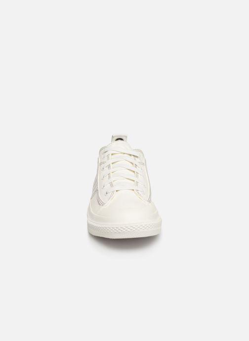 Sneakers Diesel S-Astico Low Lace Bianco modello indossato