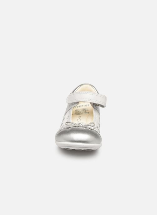 Ballerines Geox B Jodie B7226B Blanc vue portées chaussures