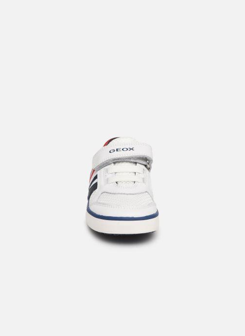 Baskets Geox B Kilwi Boy B92A7C Blanc vue portées chaussures