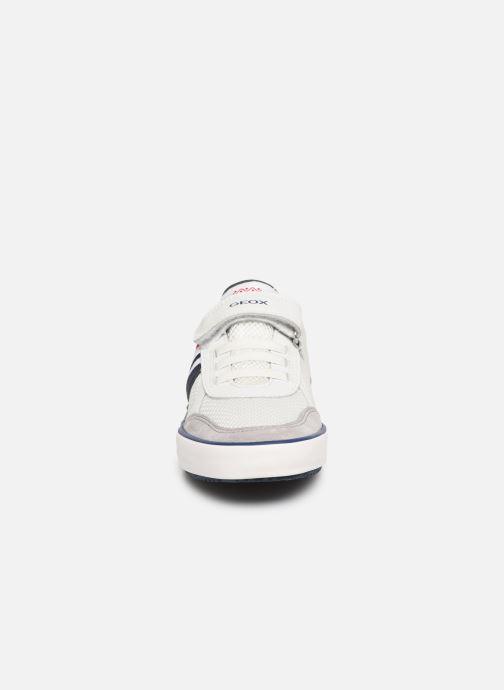 Baskets Geox J Alonisso Boy J922CE Blanc vue portées chaussures
