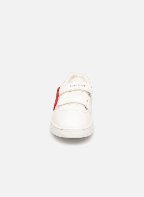 Sneakers Geox J Skylin Girl J928WC Bianco modello indossato